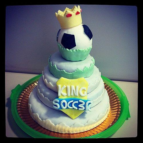 King Soccer cake